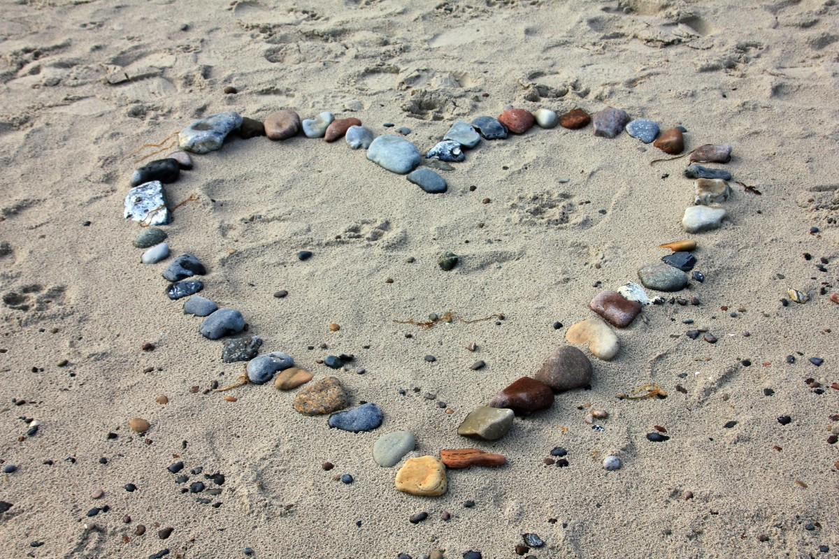 Beach stones heart picture