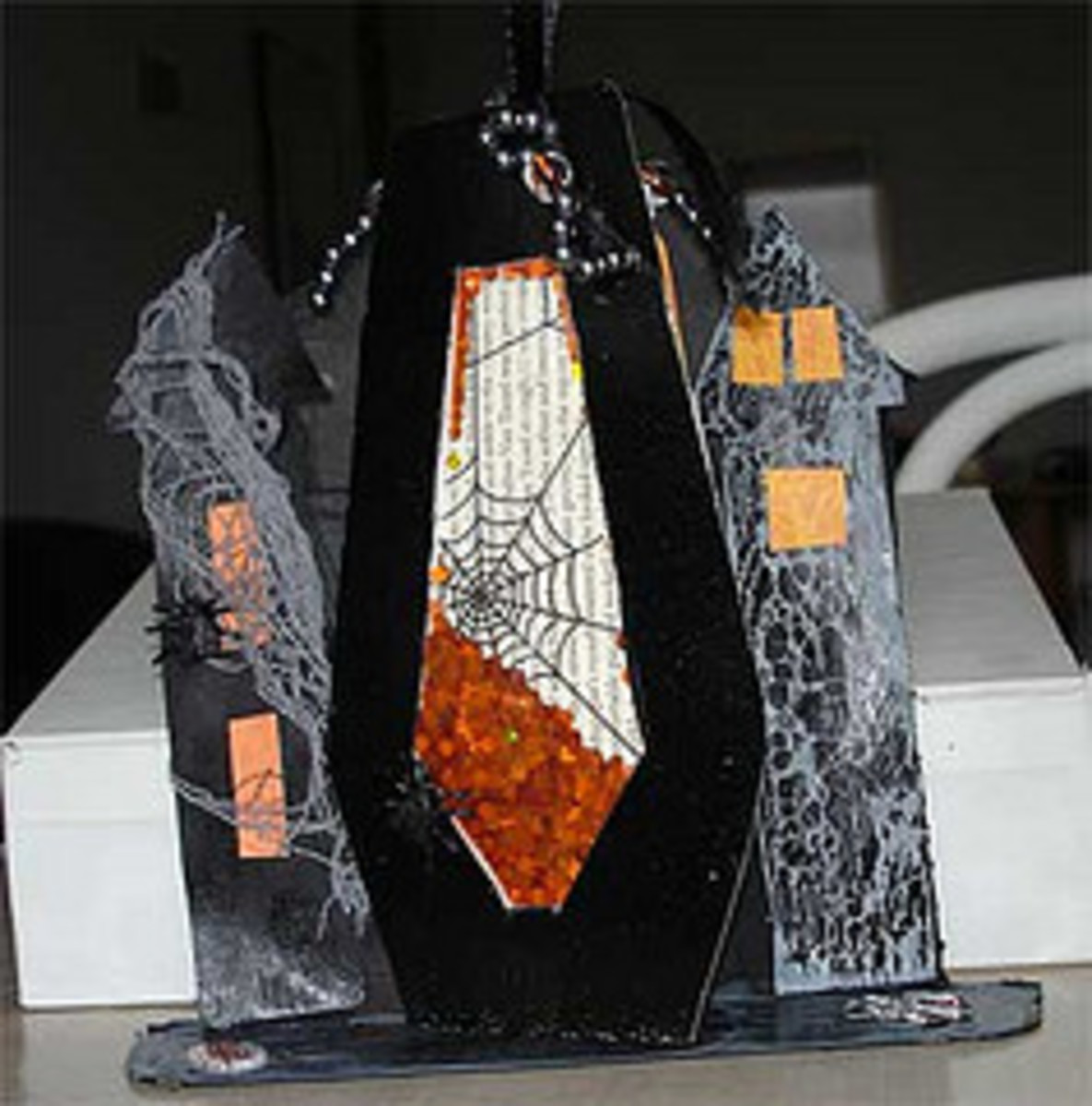 """Shaker Box """"Coffin"""" in a Halloween Decoration"""