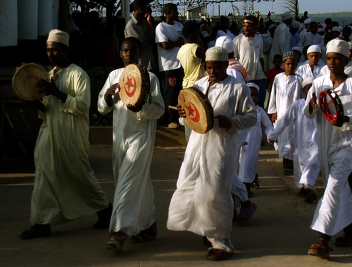 African men wearing kaftans Photo: rogiro via flickr