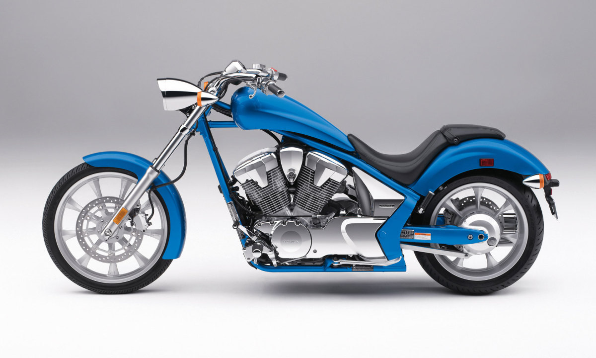 Smooth lines, classic chopper styling, and integrated styling overall.