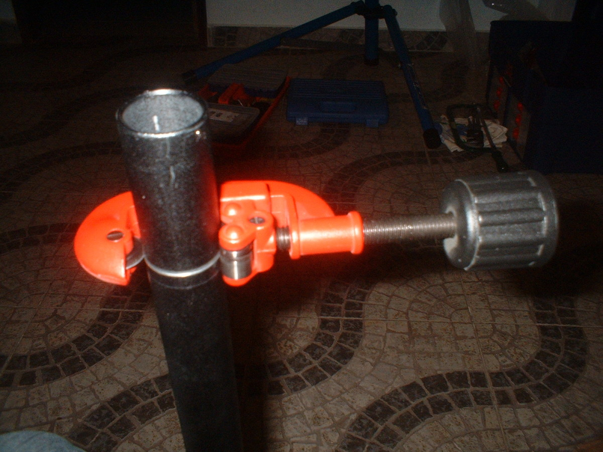 Using the tubbing cutter tool to cut the fork tube