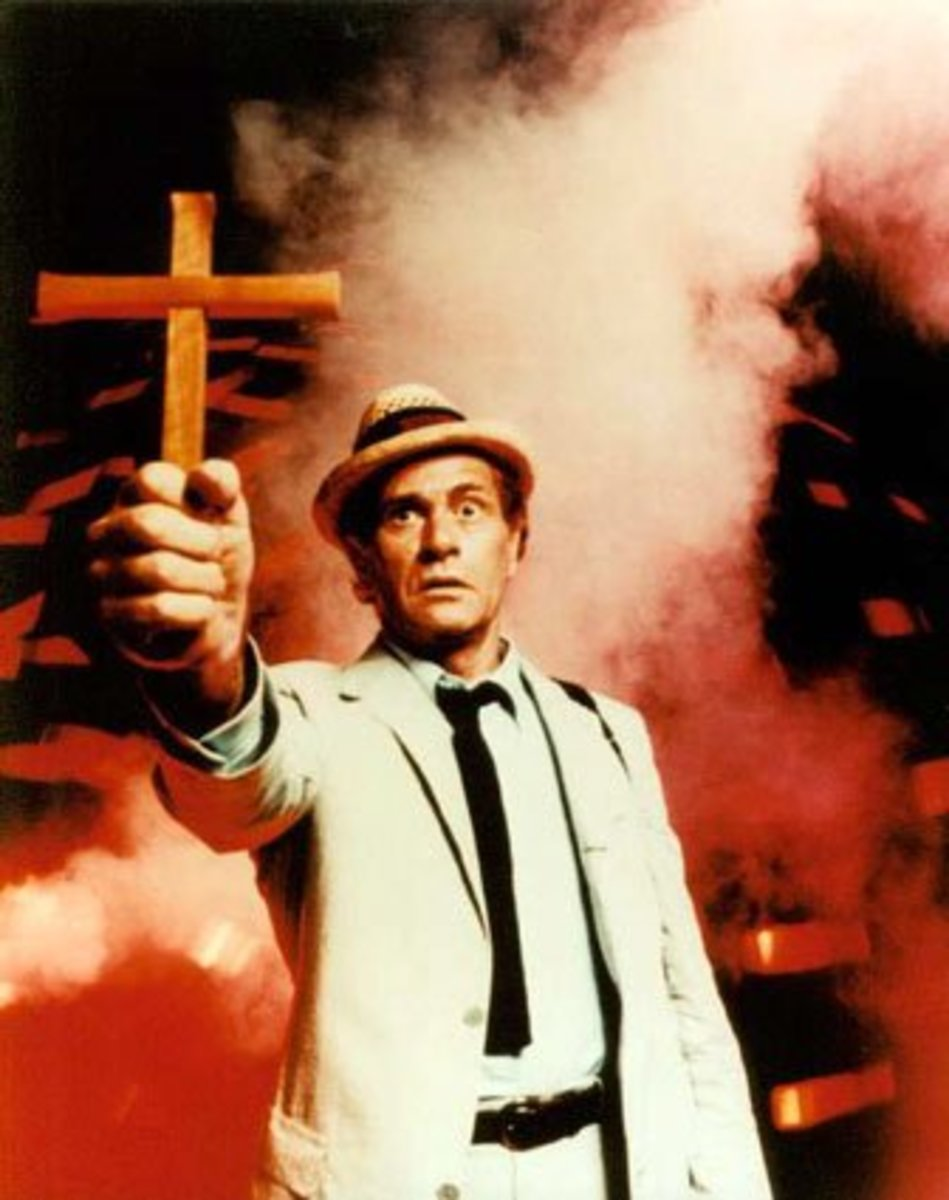 The late, great Darren McGavin as Carl Kolchak