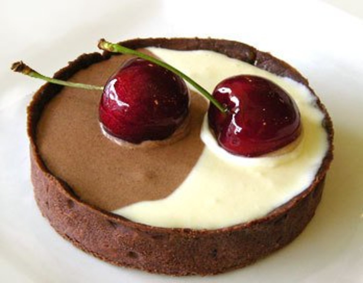 White & dark chocolate tort