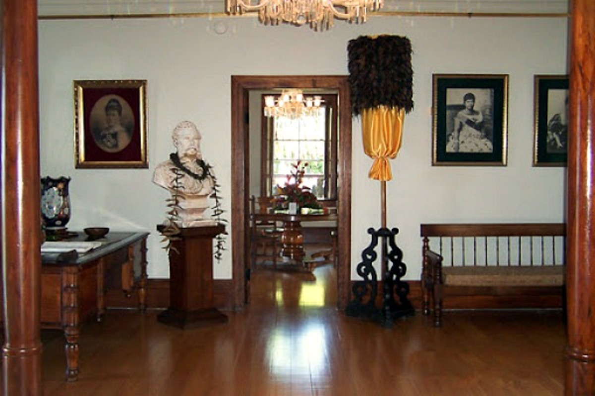 Hulihee Palace Entry Hall