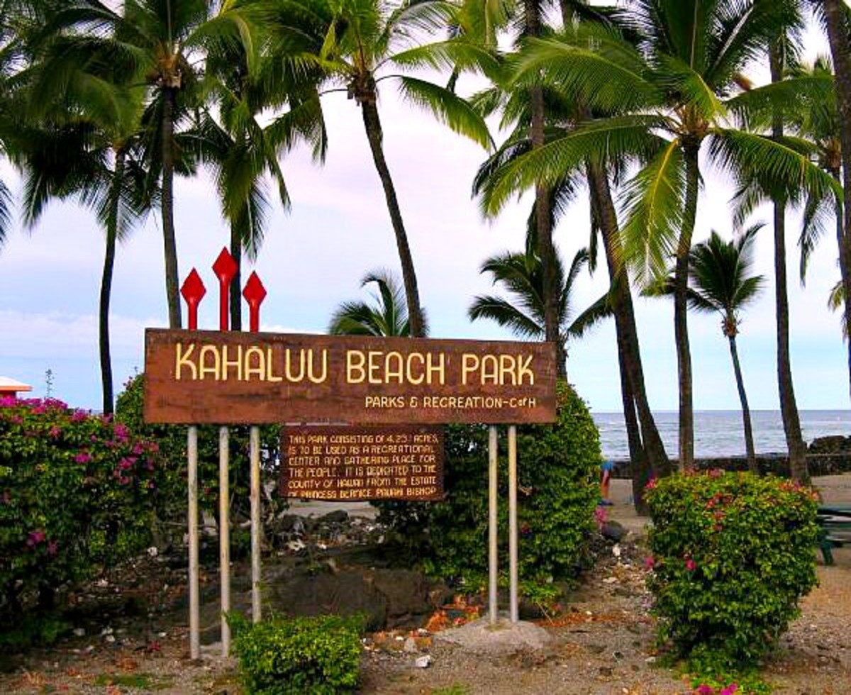 Kahaluu Beach Park Entrance Sign