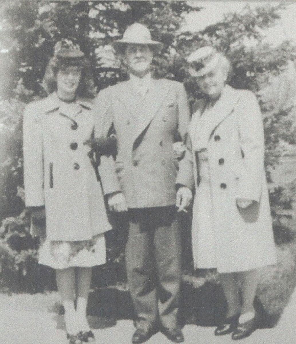 Grandma Lottie w/ Grandpa Leach & Grandma Brown