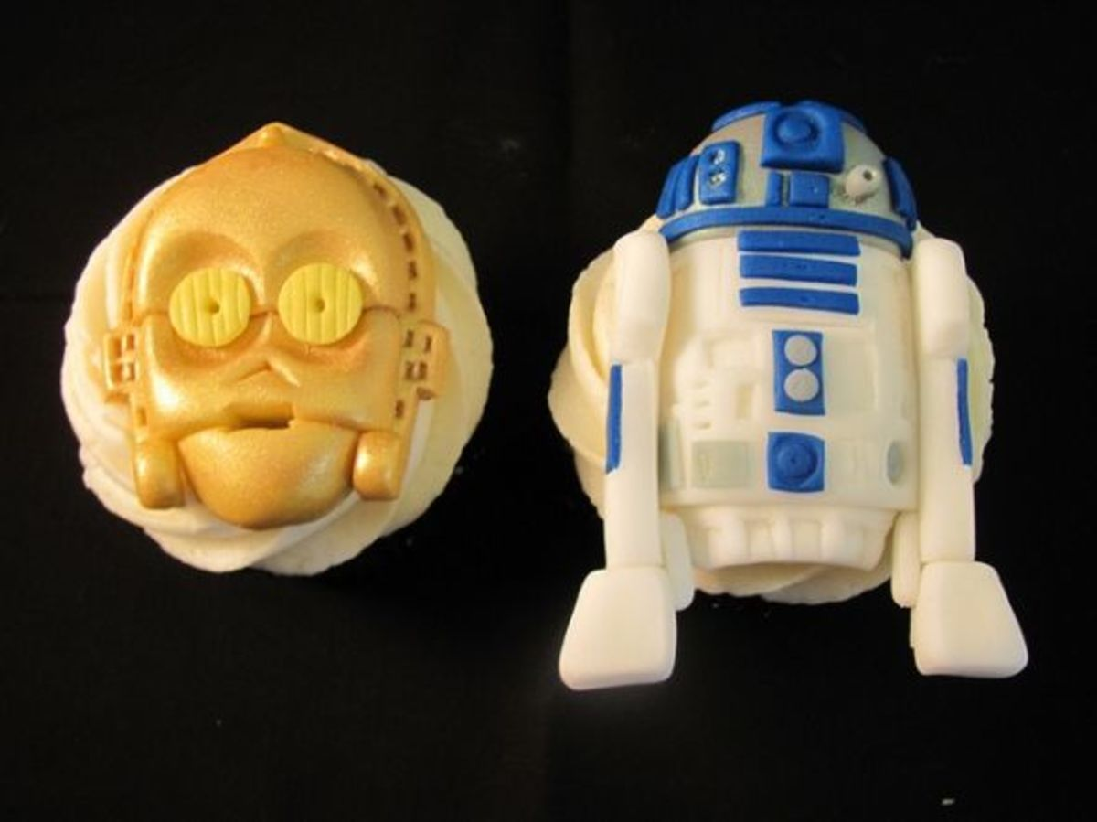 C3PO and R2D2 Cupcakes by Melissa Smith aka Zoeycakes on Flickr.com