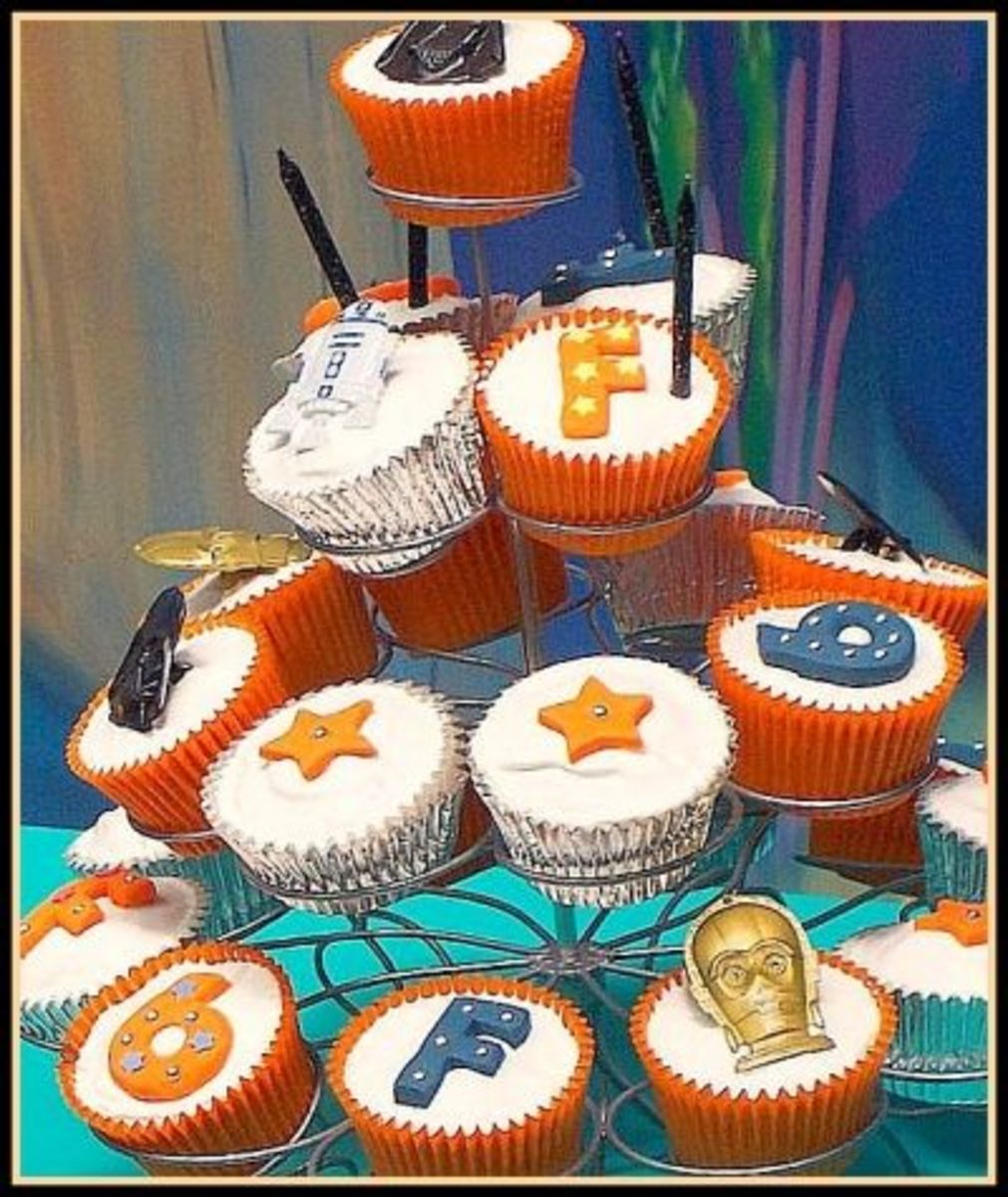 Cupcake Tower of Star Wars Creations!
