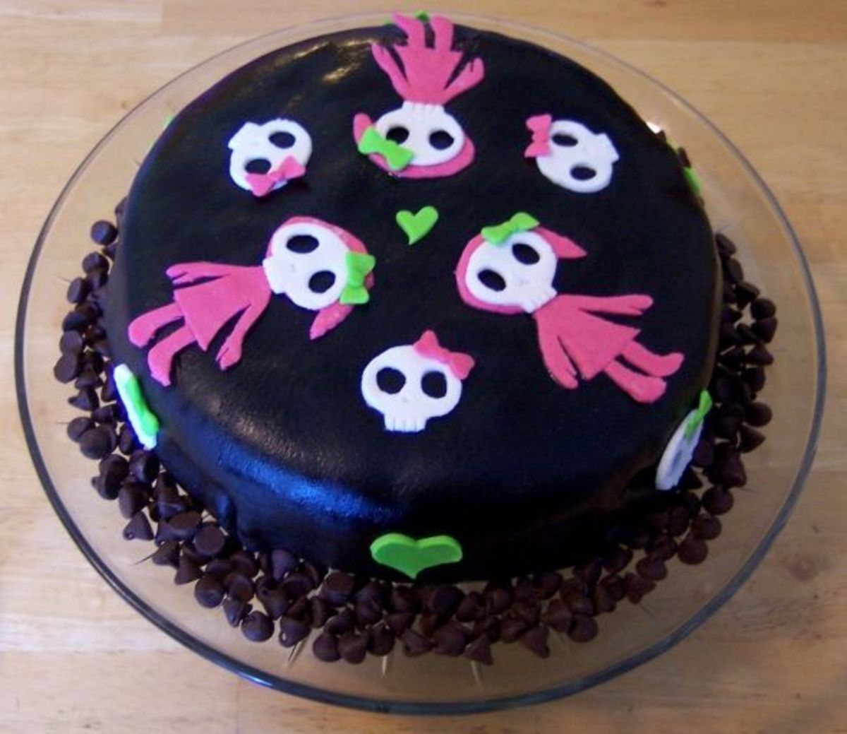 Cake decorated with cute skulls