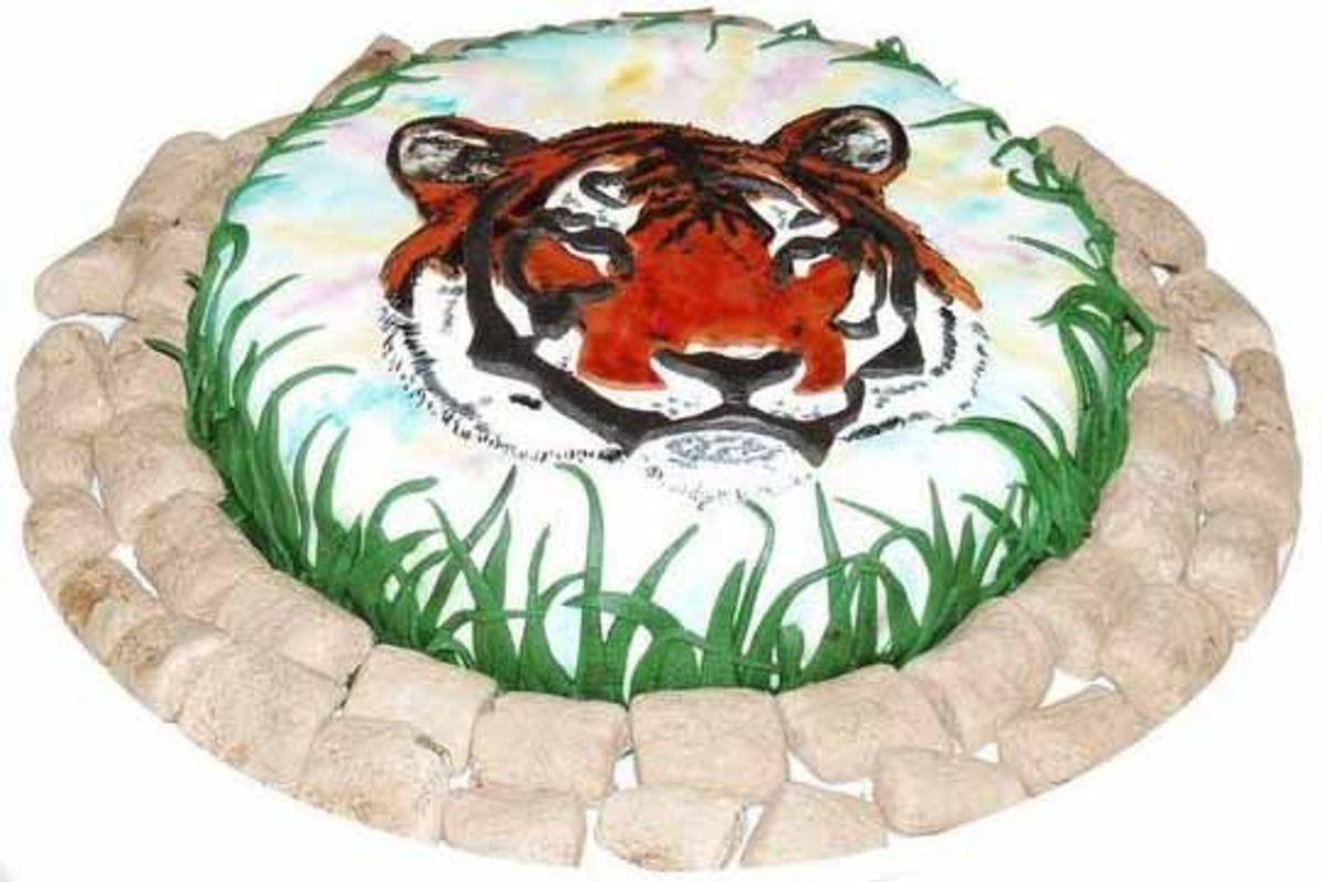 Fondant decorated tiger cake