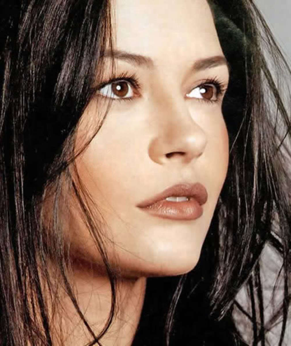Catherine Zeta Jones eyebrows don't have too much of an arch, thus causing her eyes to be the focal point of her face.