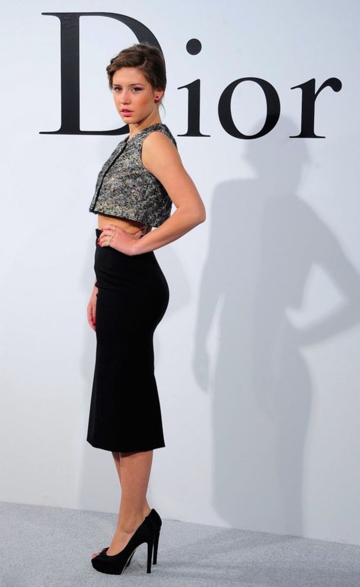 Adele Exarchopoulos in a curve hugging black pencil skirt and platform pumps
