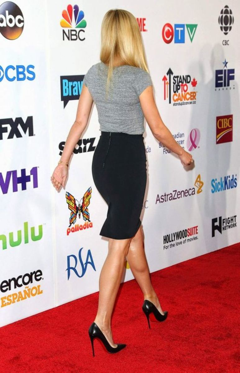 Gwyneth Paltrow indrible figure in a black pencil skirt and stilettos walking the red carpet