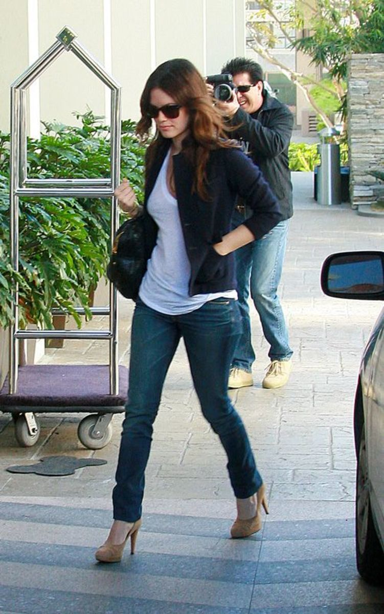 Rachel Bilson photographed in her skinny jeans
