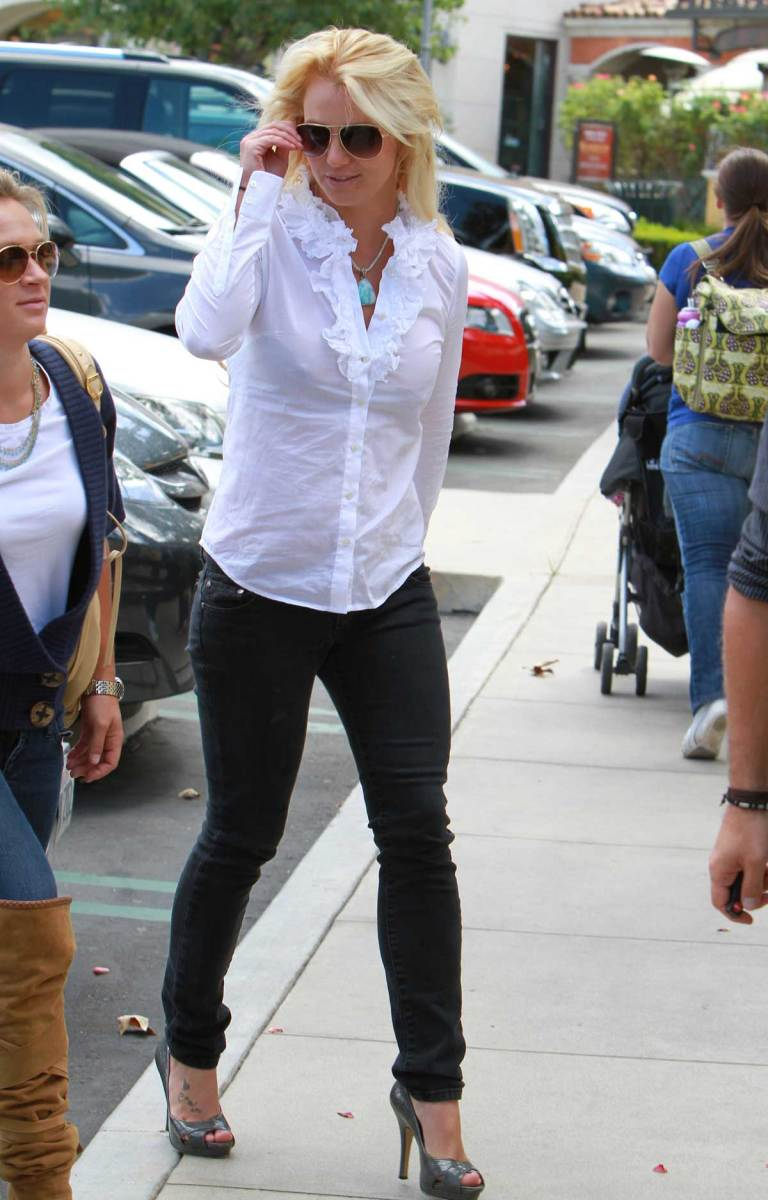 Britney Spears in dark denim