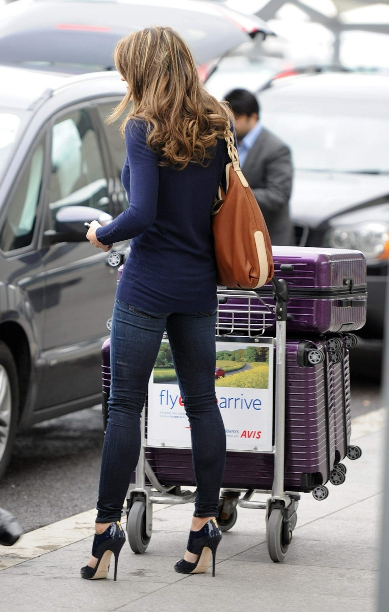 Elizabeth Hurley waiting on her car at the airport in a hot view from behind