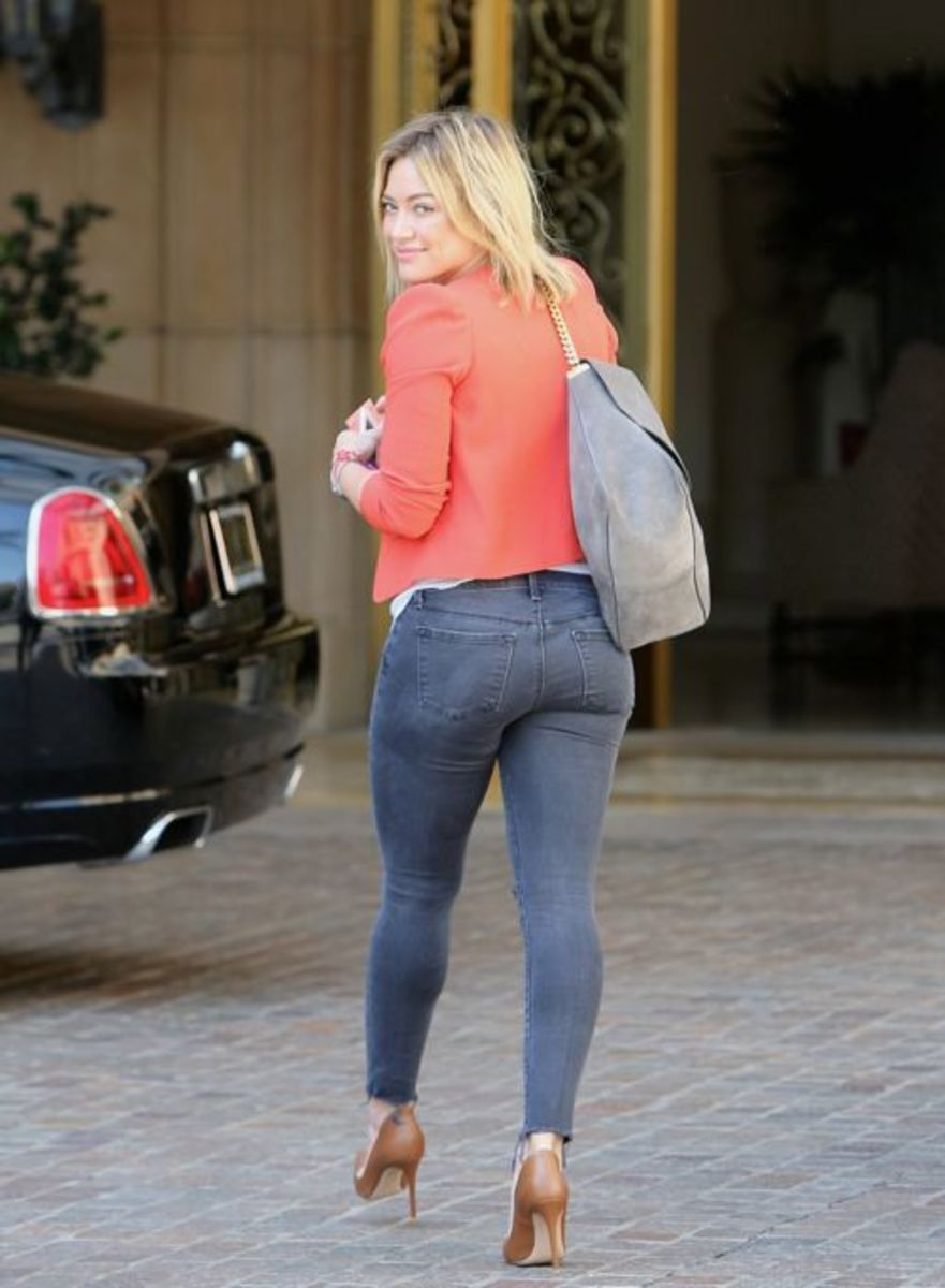 Hilary Duff in skinny jeans and pumps