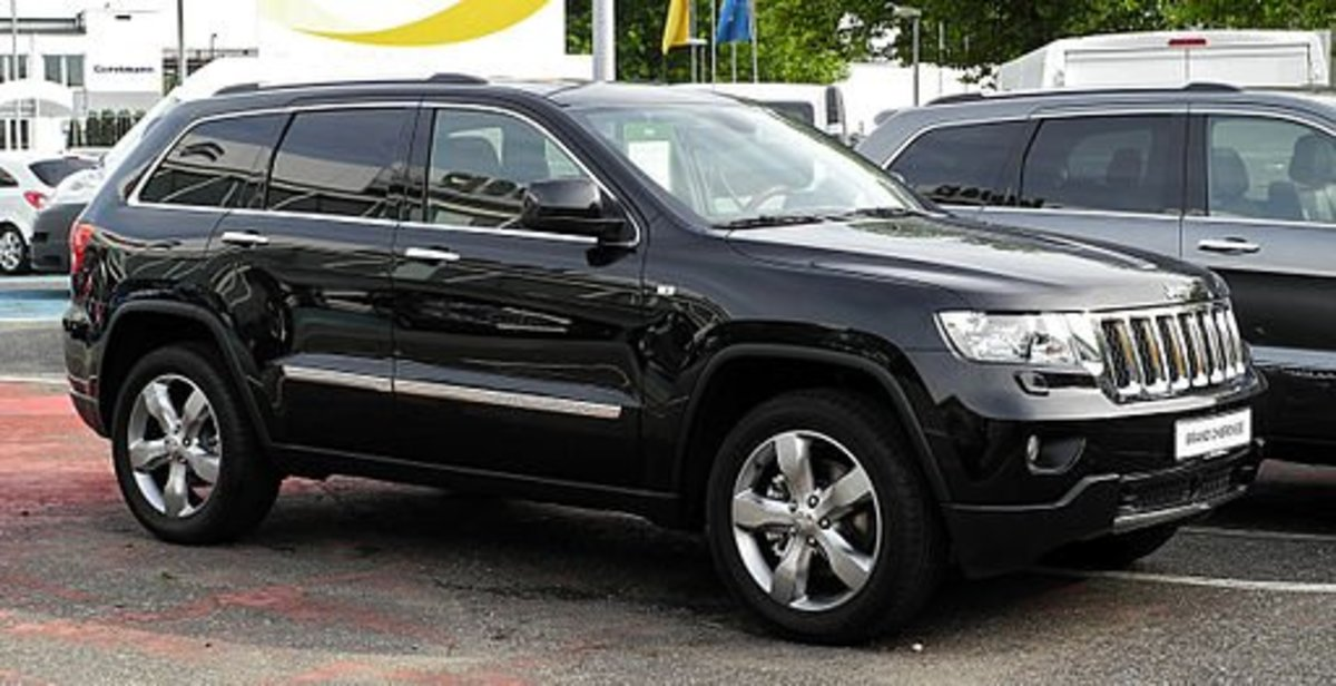 2010 Jeep Grand Cherokee in black.