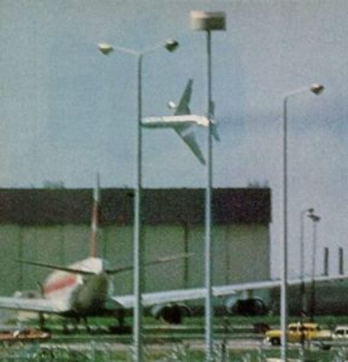 These pictures was taken by an amateur photographer seconds before an American Airlines DC-10 crashed at Chicago O'Hare Airport, after losing an engine during takeoff. Improper maintenance procedures was to blame.