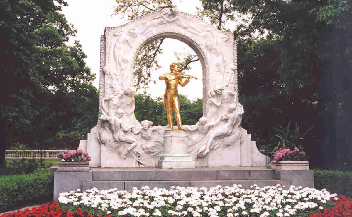 Statue of Strauss in Vienna