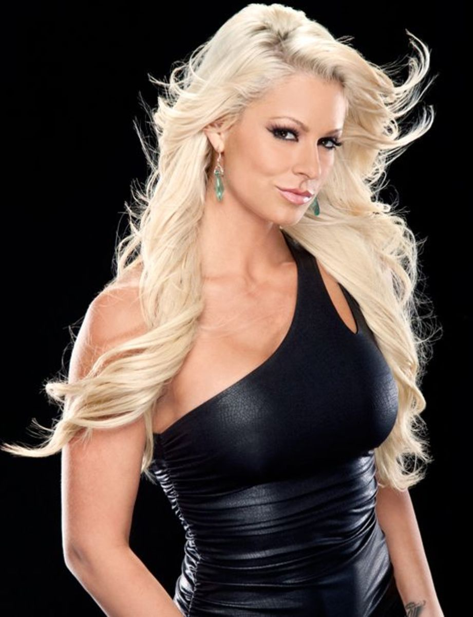 WWE Diva Maryse Ouellet - trained in karate, judo and kickboxing