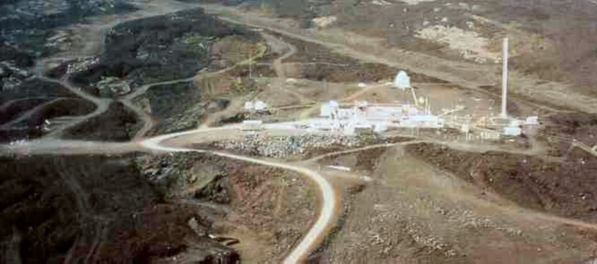 "Aerial view of Mauna Loa Observatory.  The high-altitude, isolated location was chosen to facilitate the measurement of ""background"" CO2 levels.  Image courtesy Wikipedia."