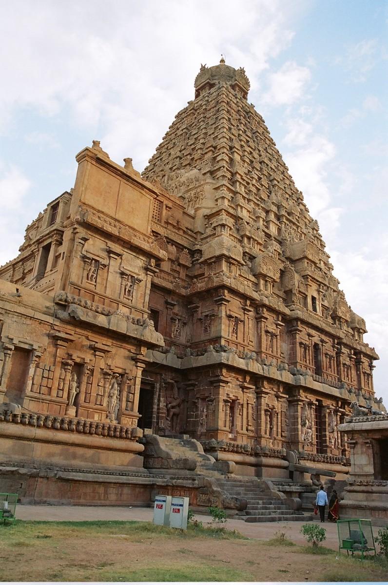 Brihadeshwara Temple - Dravidian style