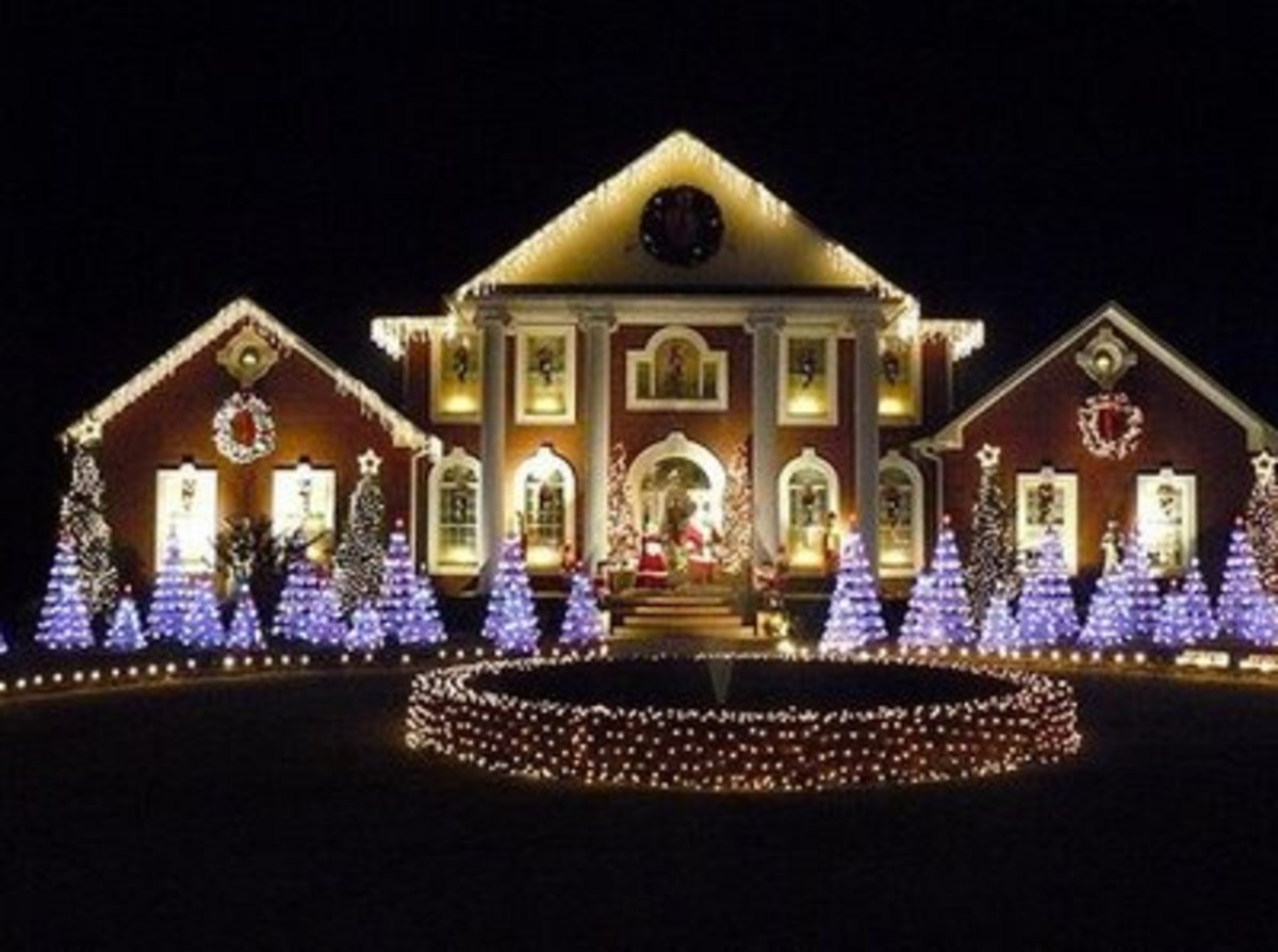 Outdoor christmas light decorations for Simple outside christmas lights ideas