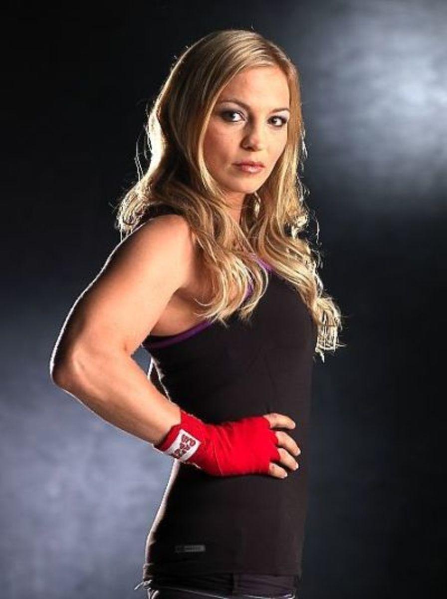 Regina Halmich - Female Boxers