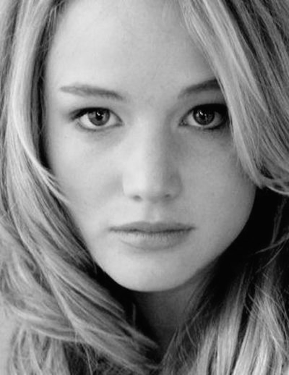 "Name - Jennifer Shrader Lawrence Birthday - August 15, 1990 Height - 5'7"""