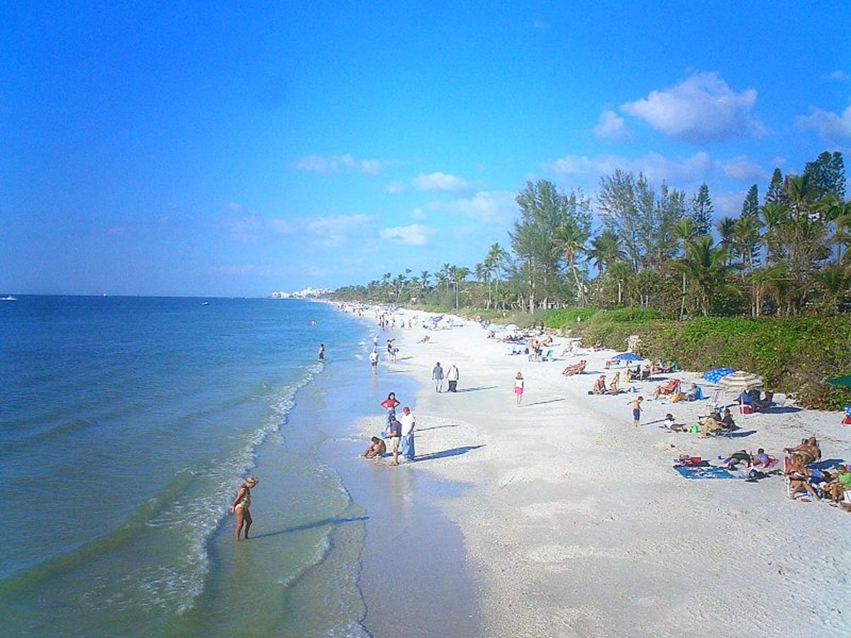 How to retire to naples florida hubpages for Best places to retire in florida