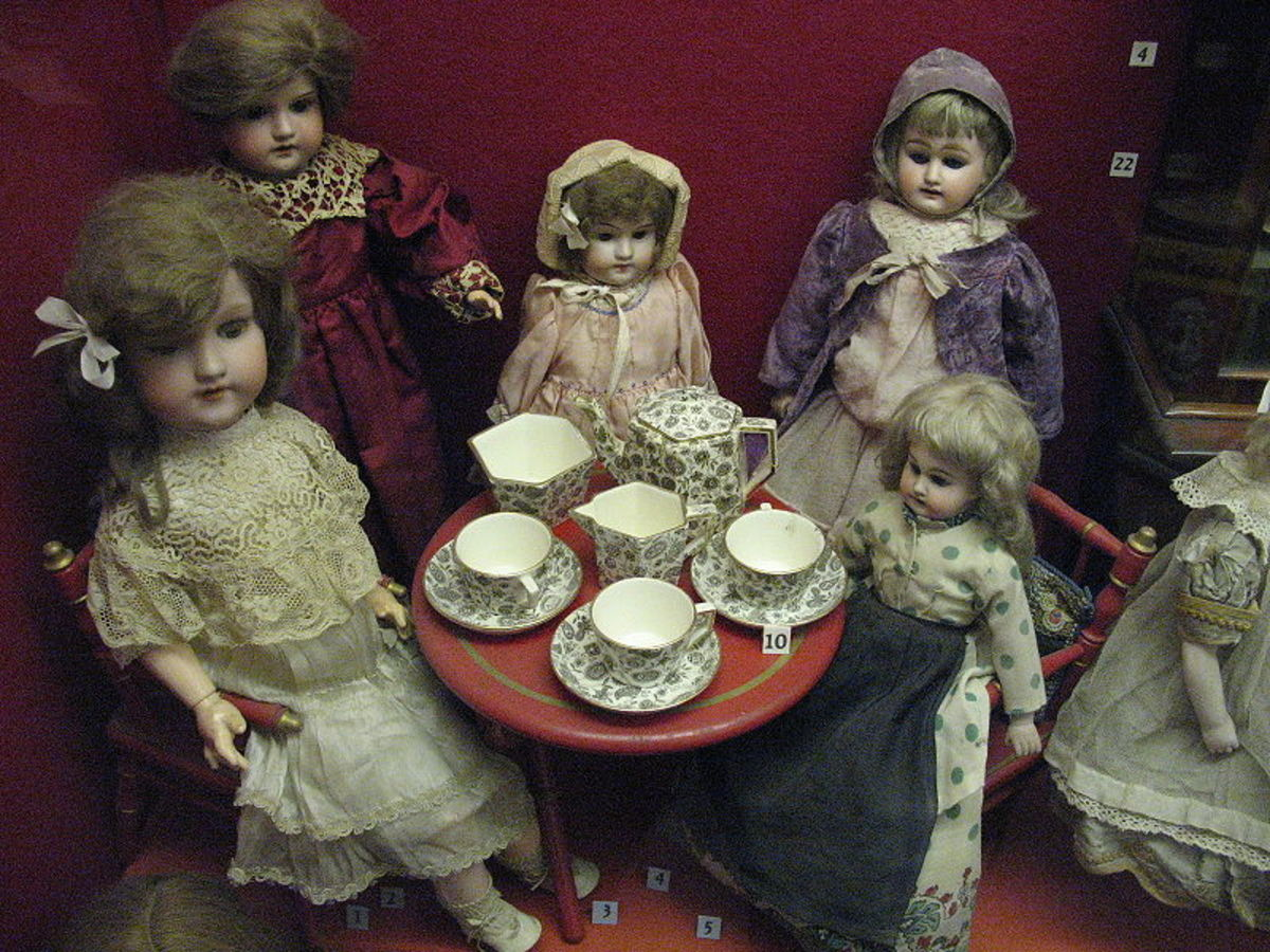 Dolls at the Museum of Childhood in Edinburgh