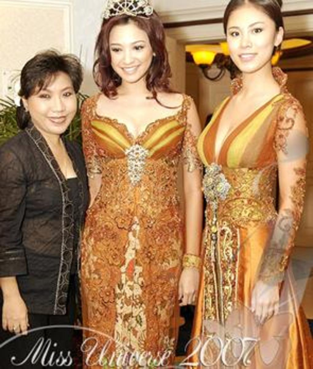 Anne with Miss Universe and Miss Indonesia courtesy of oktavita.com