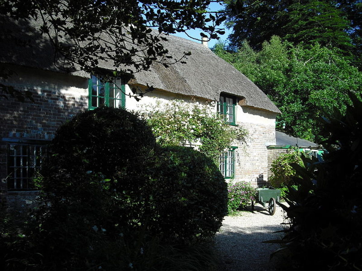 """Thomas Hardy's Cottage, Bockhampton, Dorset Photo: Martinevans123: """"I, the copyright holder of this work, hereby release it into the public domain. ... I grant any entity the right to use this work for any purpose, without any conditions..."""""""