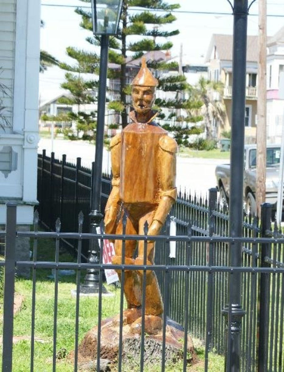 A James Phillips sculpture of the tin man is made of live oak and located at 17th and Winnie in Galveston. Image Copyright  2010 Paul Roberts