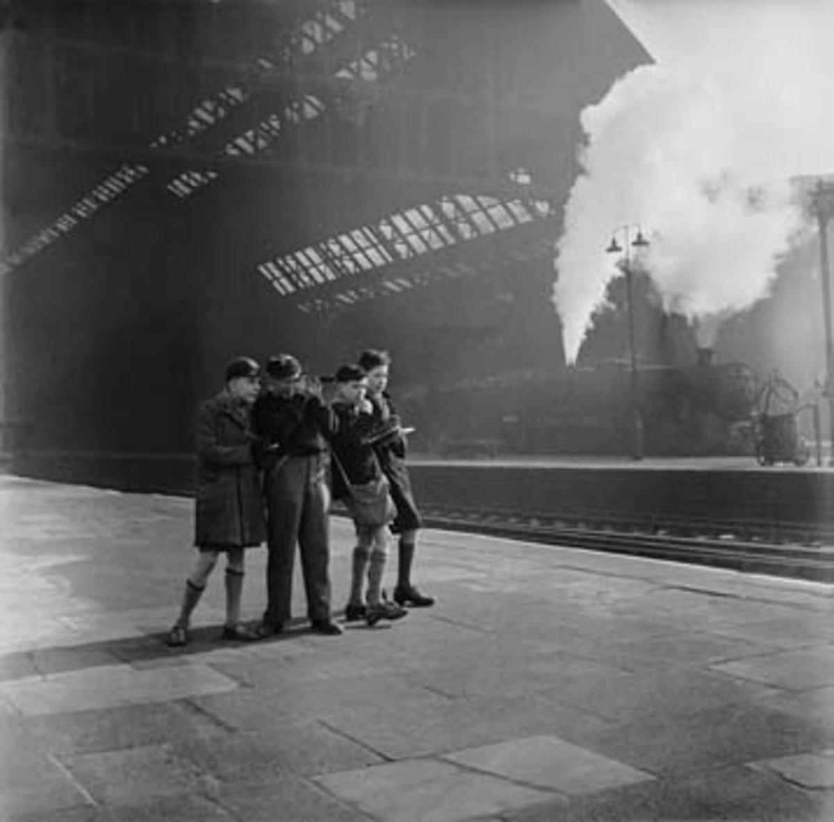 working-class-life-in-the-1950s-train-sets-and-train-spotting