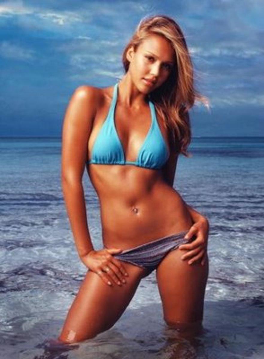 pregnant-celebrities-in-sexy-swimwear