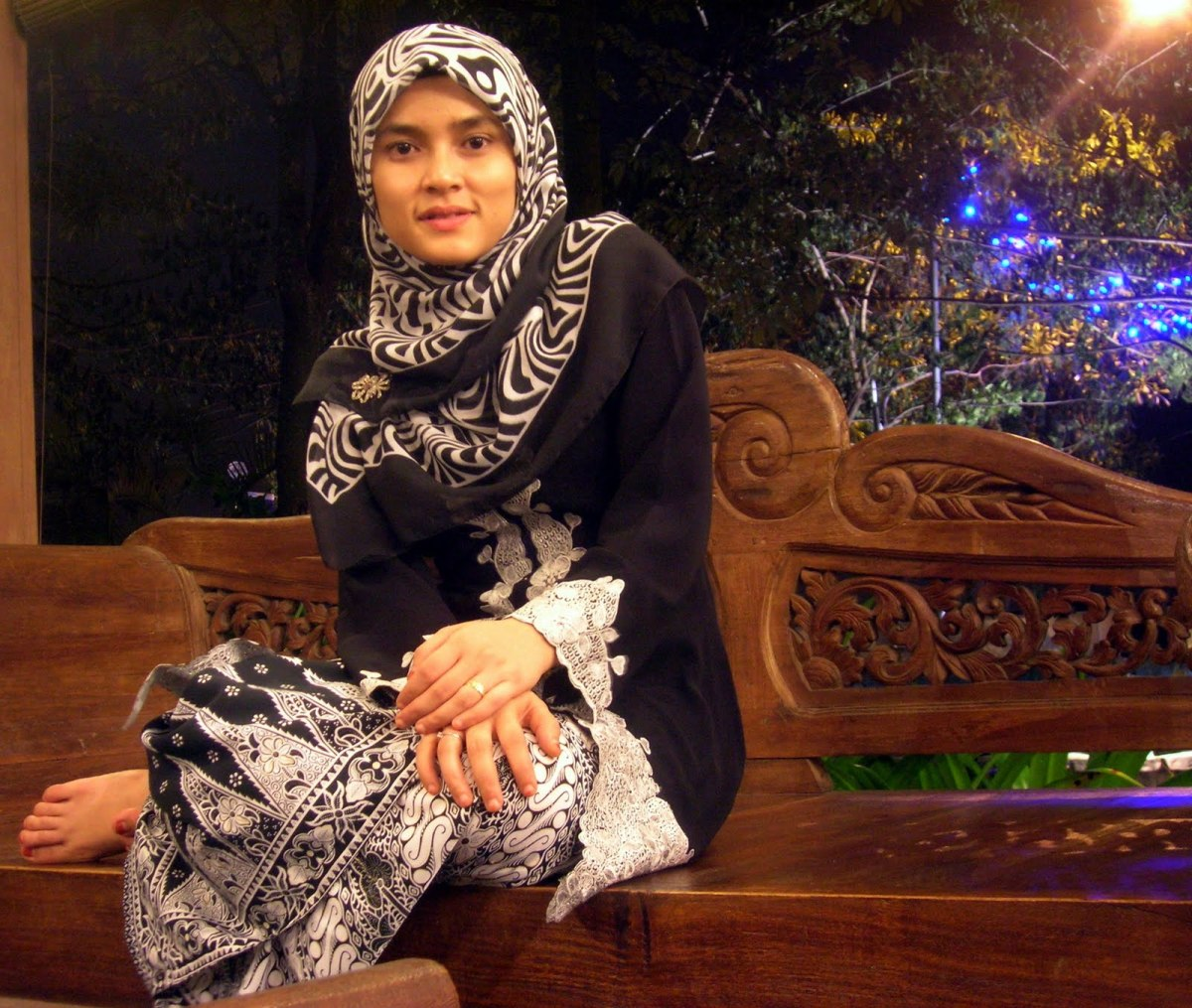 Kebaya for everyday used for Muslimah. Usually will be more loose to not show off the figure of the user