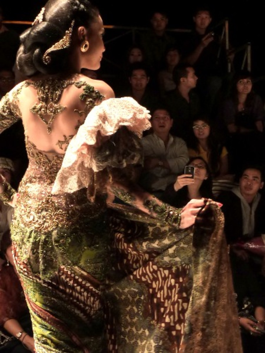 Kebaya in Paris Fashion Runway