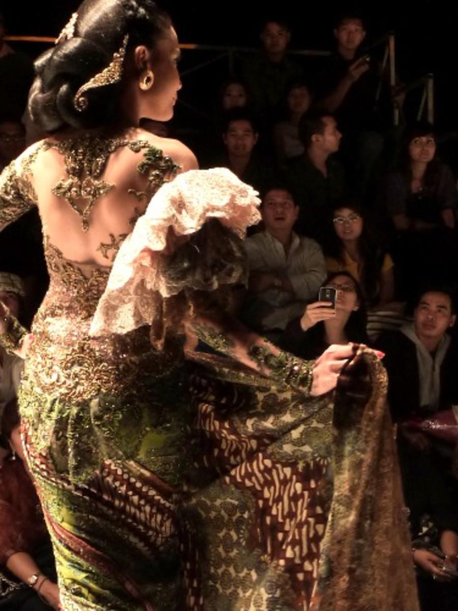 Kebaya in Paris Fashion Runway