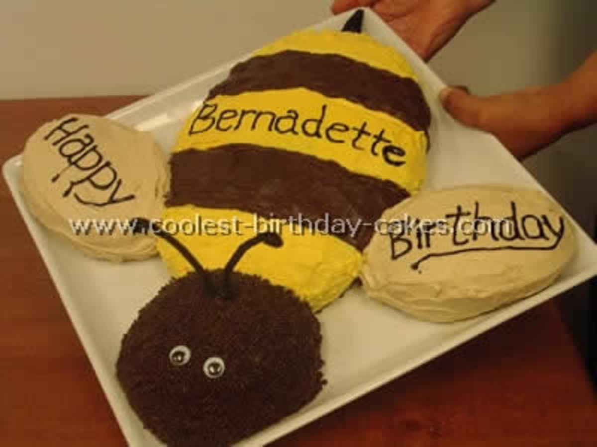 how to make a bee birthday cake