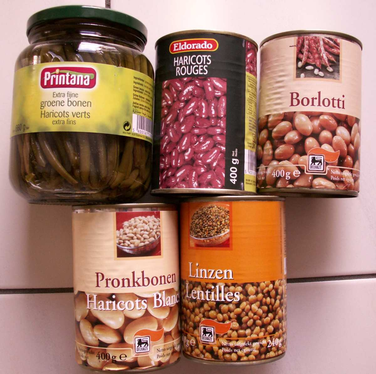 Cans of several types of (peas)beans