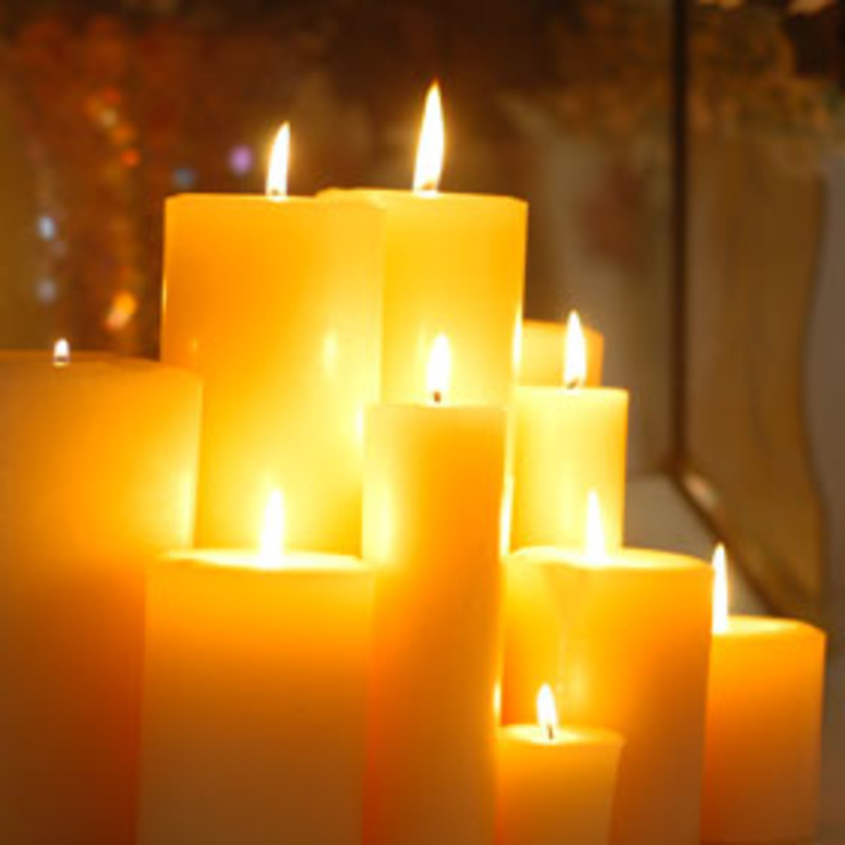 Beeswax candles: some curiosities and how to make them