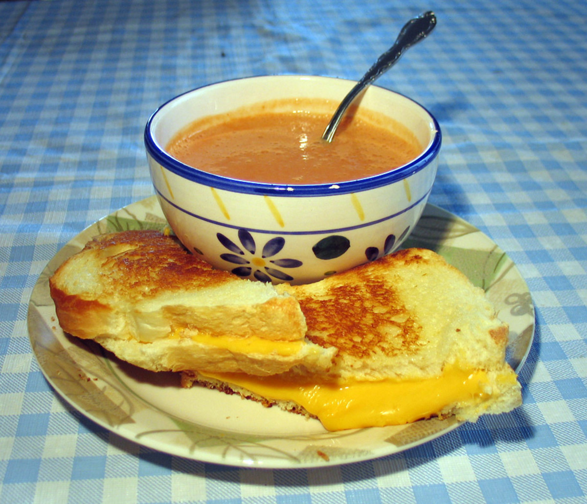 Grilled Cheese With Tomato Soup Is Real Popular In The USA