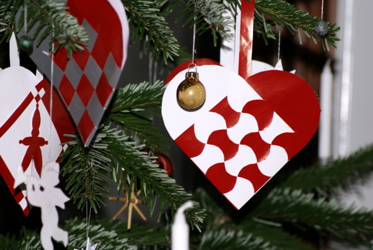 Jule hearts on tree