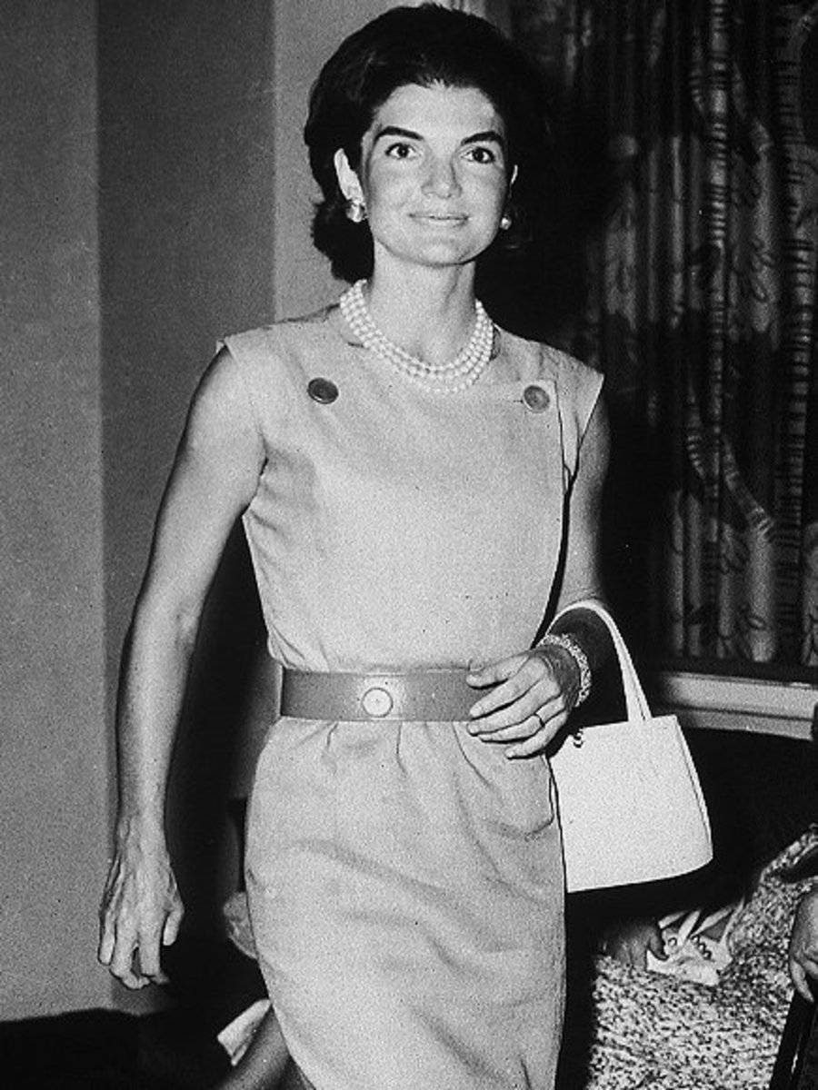 Jackie Kennedy wearing her three strand pearl necklace
