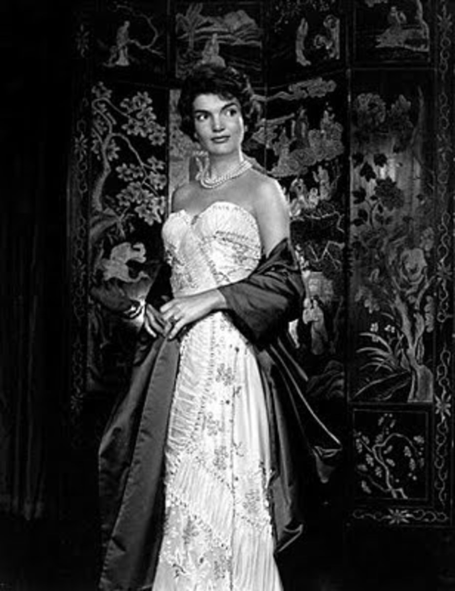 black and white photo of Jackie Kennedy wearing pearl necklace