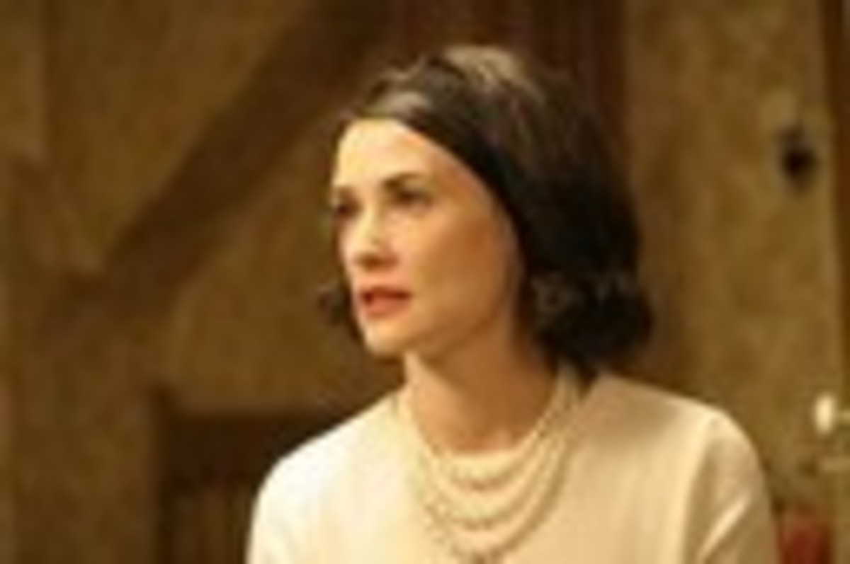 "Demi Moore in the movie ""Flawless"" wore three strand pearls throughout the entire movie - here is a photo of the ivory set.  She also wore a necklace with 3 strands of black pearls in the same movie."