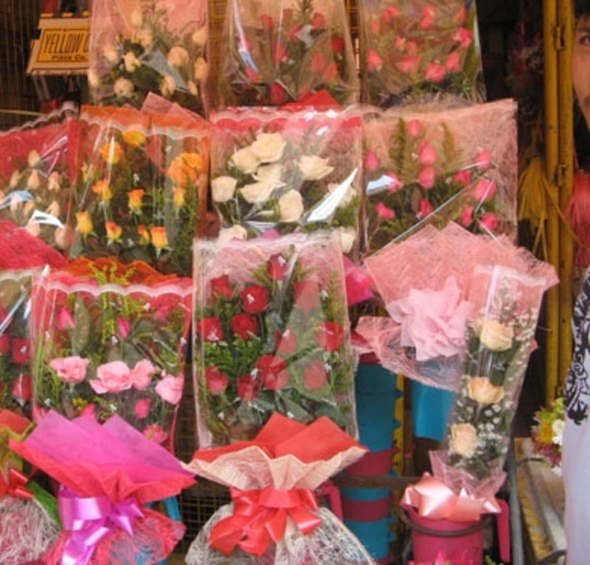 Roses ready to be purchased by buyers (Courtesy of http://photos.the-protagonist.net/dangwa-flower-market/)