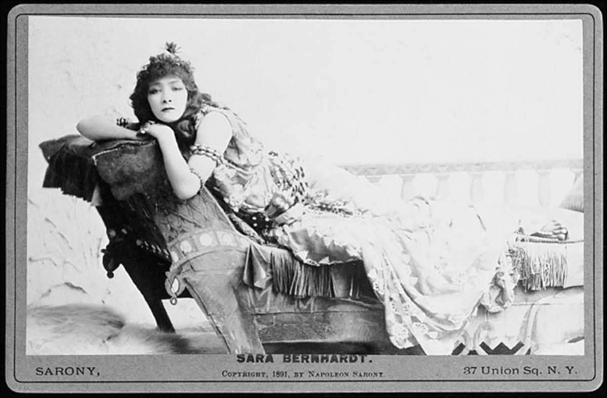 1891 Sarah Bernhardt as Cleopatra photo courtesy of wikipedia commons